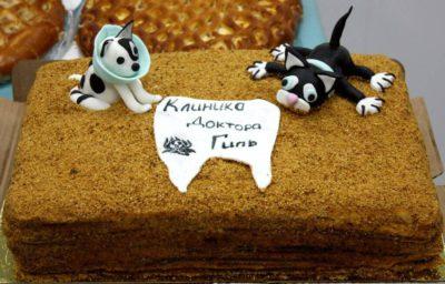 Торт в честь открытия клиники